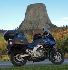 V-Strom-Devils-Tower